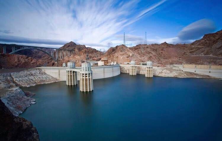 imagem panorâmica da represa hoover dam